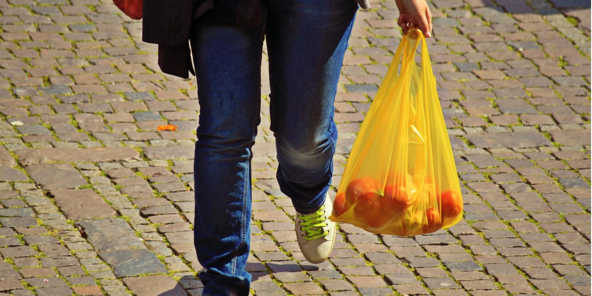 8ab8dc4c2 Uruguay busca, por ley, desestimular el consumo de bolsas de plástico